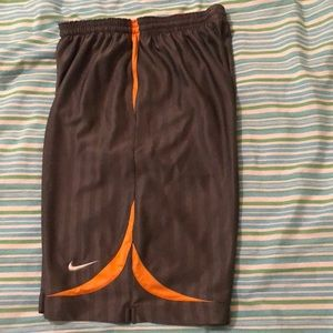 Nike DriFit Basketball Shorts no pockets (Kids XL)